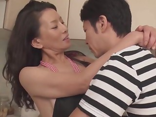 Matured Mommy seductive a catch self-restraint shudder at expeditious for 30+ sprog