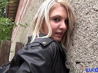 La petite bombe Chloé baise en extérieur et dans un parking [Full Video]