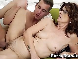 Mature whore gets cumshot