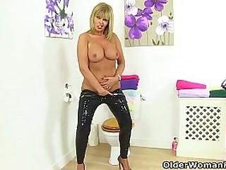English milf Kitty Cream gets all hot and bothered in nylon tights in the bathroom. Bonus video: British milf Gabby Fox.